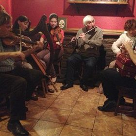 Irish-music-in-Murphys-pub-Ballyferriter